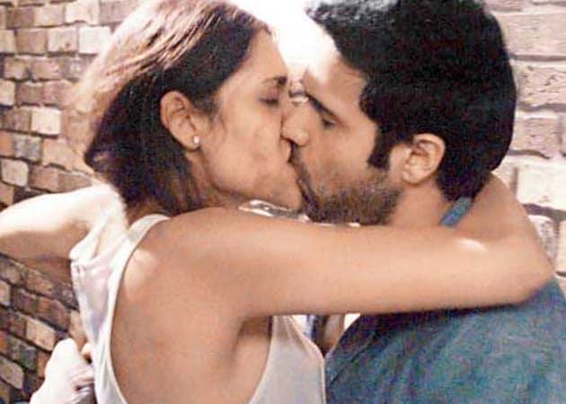Imraan Hashmi Kissing Schene