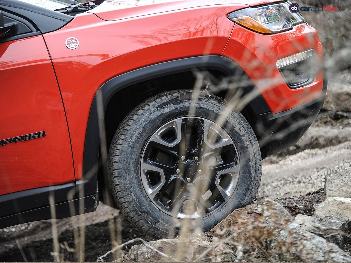 The Compass Trailhawk gets Jeep's Active Drive Low all-wheel-drive system