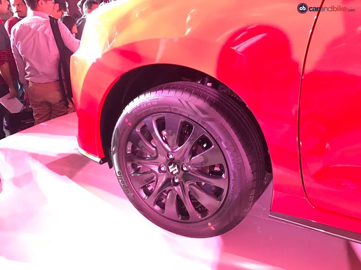 The multi-spoke alloy wheels remain the same but are now painted in black.