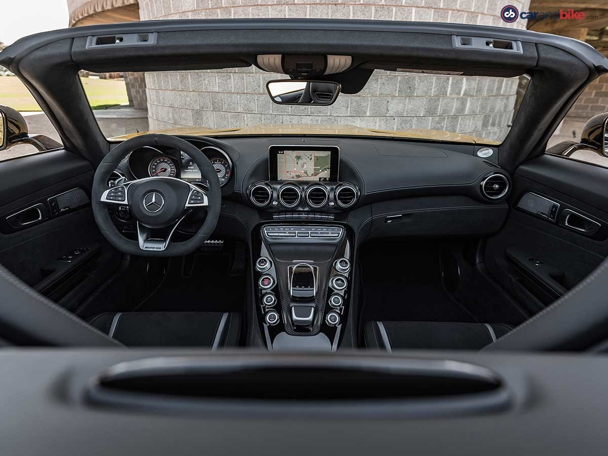 The interior of the AMG GT roadster is as cool as the one on the coupe.