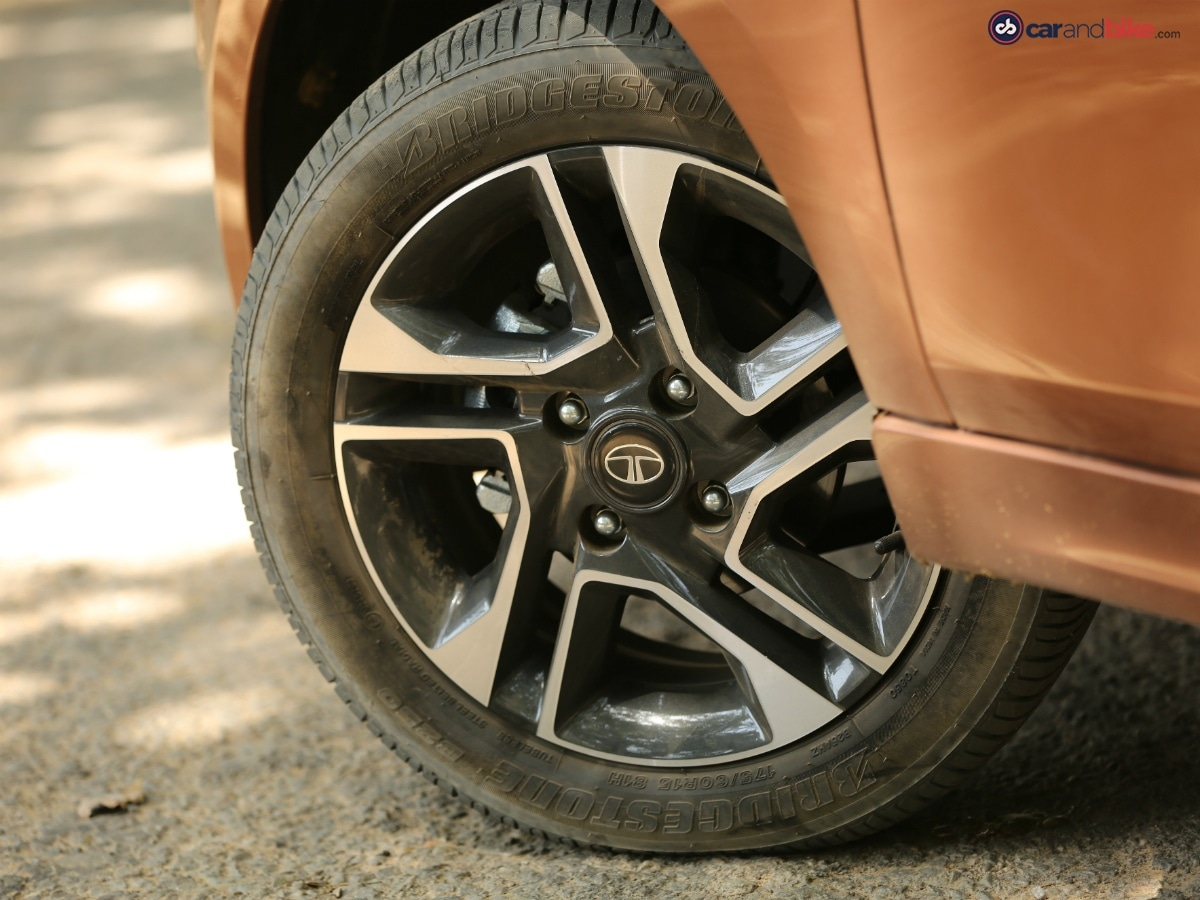 The Tata Tigor gets 15-inch alloy wheels, which look classy.