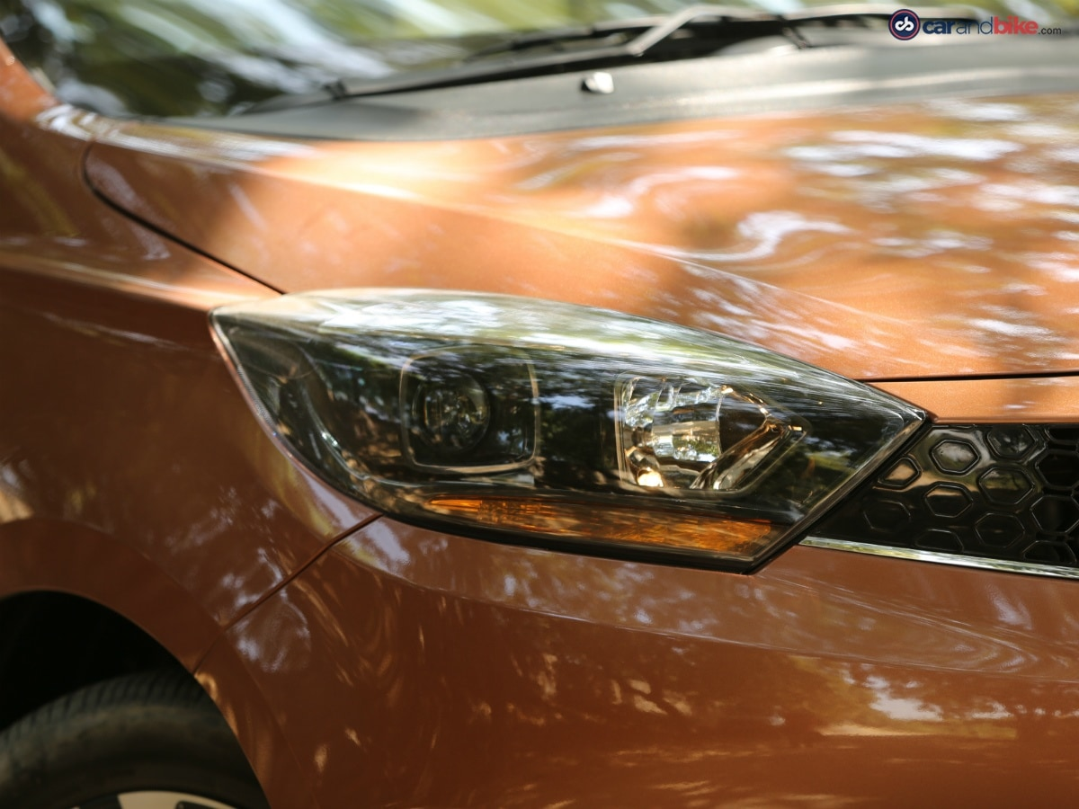 The Tata Tigor gets smoked projector headlamps which add to the sporty look of the car.