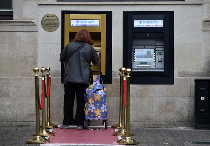 World\'s First ATM Machine Turns To Gold On 50th Birthday