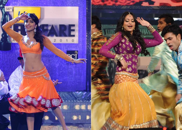 Priyanka, Sonakshi Perform at 56th Filmfare Awards
