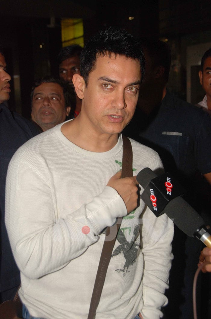 Aamir screens Peepli Live for Prime Minister