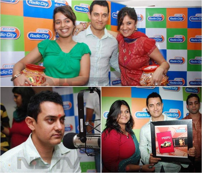 Aamir Khan spotted with pretty RJs!