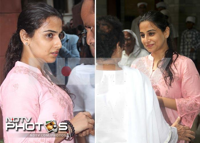 Vidya, Aamir pay last respects to Raju Hirani's father