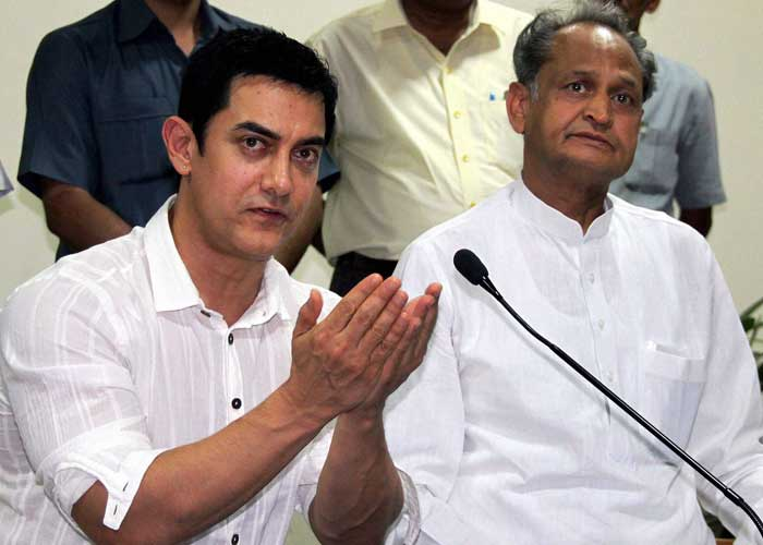 Aamir meets Chief Minister Gehlot to campaign against female foeticide