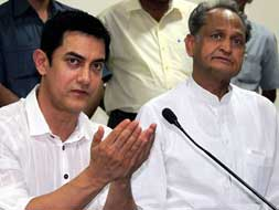 Photo : Aamir meets Chief Minister Gehlot to campaign against female foeticide