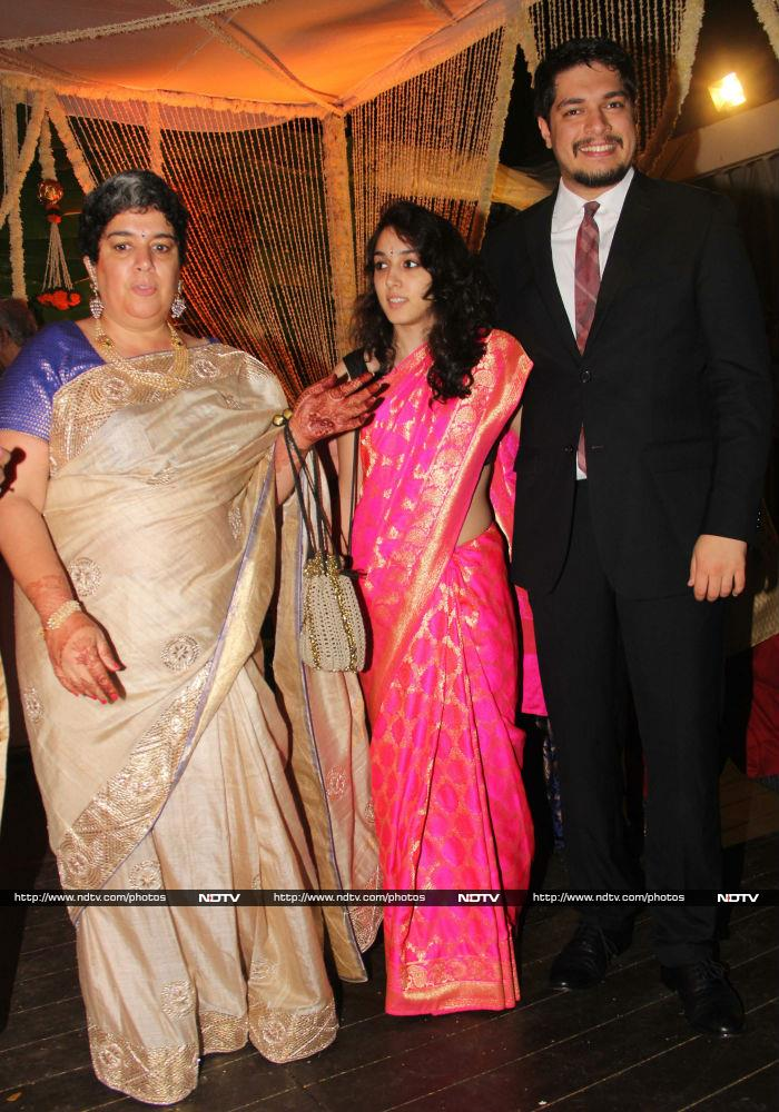 aamir khans family attends a wedding but wheres the actor