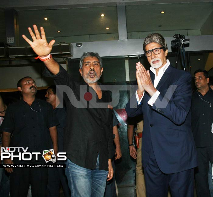 Big B, Deepika, Saif at Aarakshan premiere