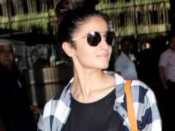 Photo : Check Out Alia Bhatt's Airport Style