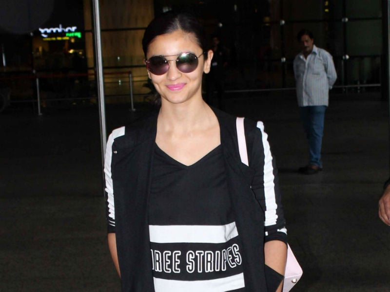 Alia Bhatt, Bipasha Basu Turn Flight Mode Off