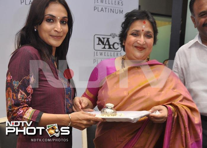 Spotted: Aishwaryaa Rajinikanth out with mom