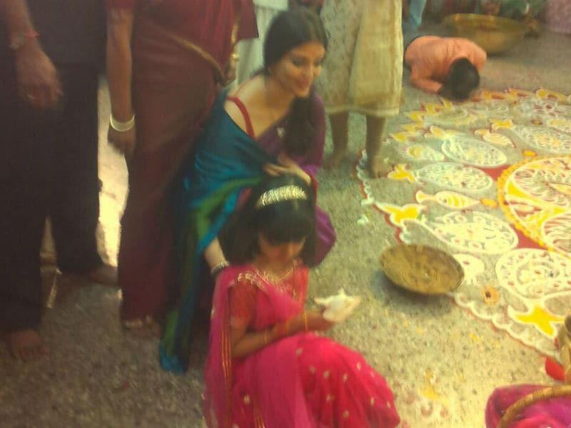 Dussehra: Aishwarya Rai Bachchan And Aaradhya Ace Traditional Look