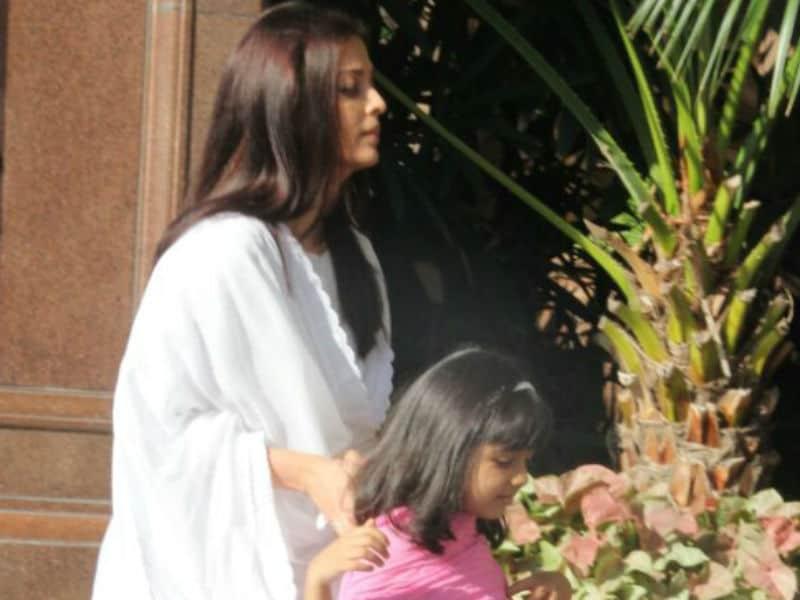 Amitabh Bachchan, Jaya Bachchan, Aaradhya At Aishwarya Rai's Father's Prayer Meet