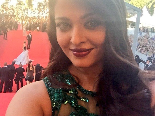 At Cannes, the Red Carpet Waits. But First Let Me Take a Selfie