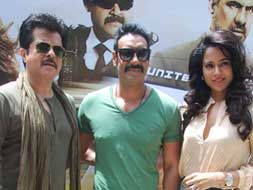 Photo : Ajay, Anil, Sameera and a Tezz bus