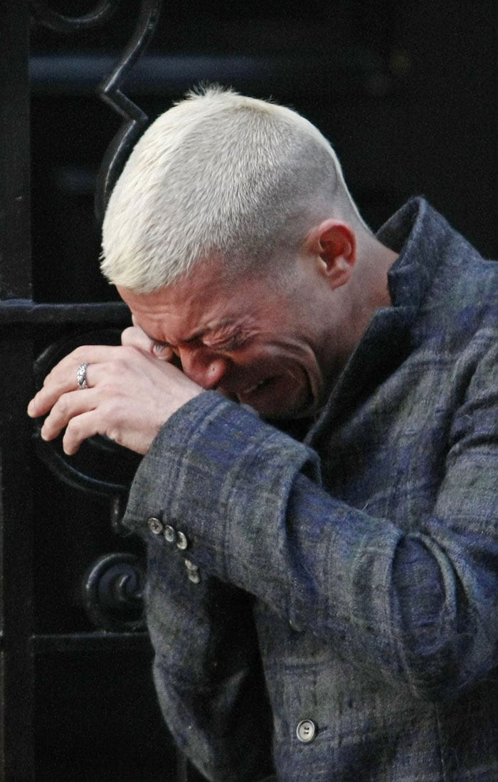 Designer Alexander McQueen dies at 40