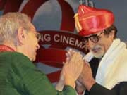 Photo : Amitabh Bachchan honoured at the Pune Film Festival