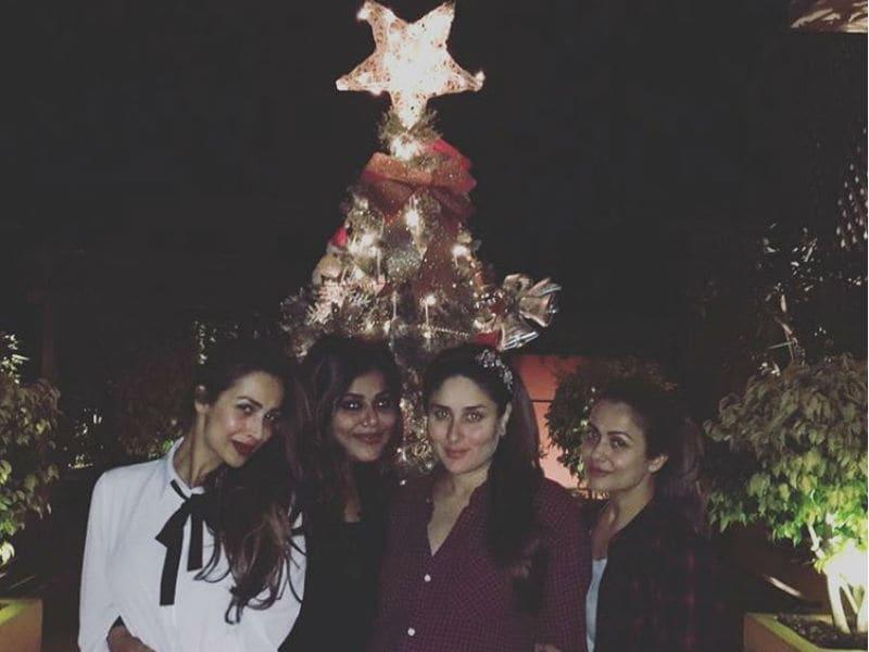 Photo : करीना कपूर ने क्रिसमस से पहले दोस्तों साथ की क्रिसमस पार्टी