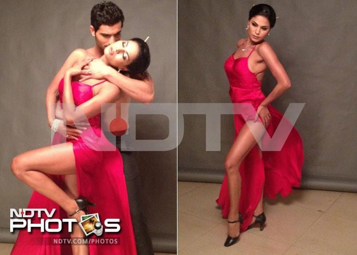 Veena Malik's salsa sends mercury rising