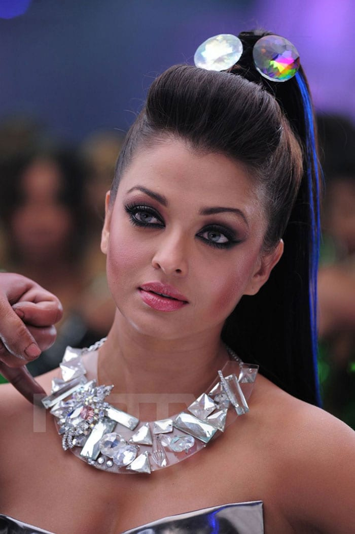 aishwarya rai (15) Aishwaryas different looks in Endhiran   The Robot bollywood gallery