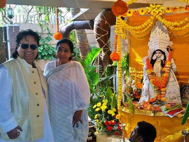 Asha Bhosle Attends Bappi Lahiri's Saraswati Puja