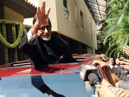 Photo : Big B's 70th birthday with fans