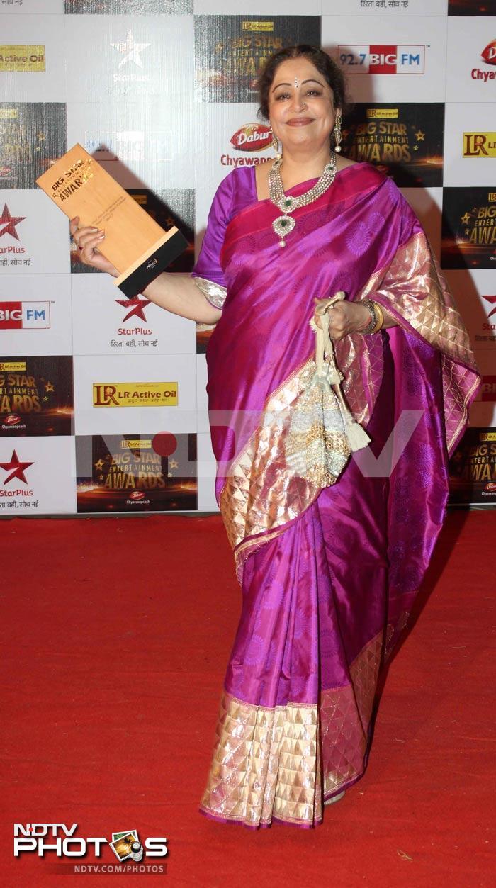 http://drop.ndtv.com/albums/ENTERTAINMENT/bigbstar-awards-2012/kirron-kher.jpg