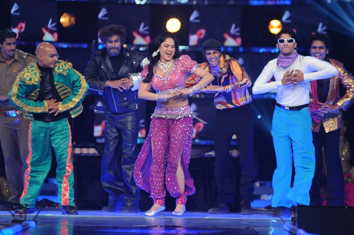 veena malik perfomrs befor entring the house Salman reveals Bigg Boss 4 contestants image gallery