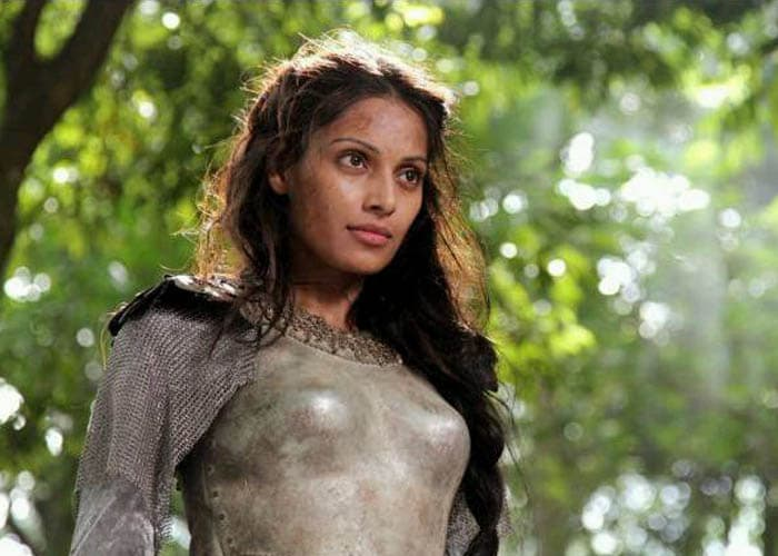 Stills: Bipasha in Hollywood debut Singularity