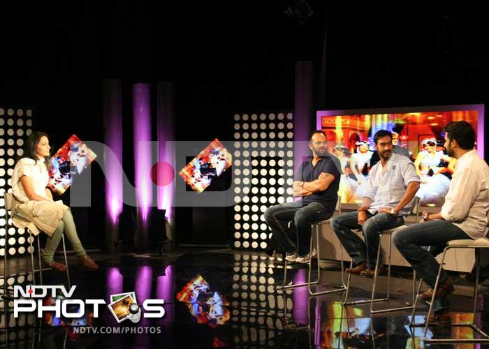Ajay, Abhishek meet fans at the NDTV studio