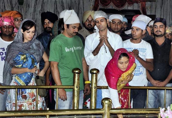 Kareena prays at Gurudwara