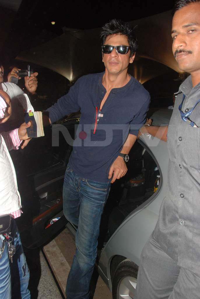 Spotted: SRK At The Airport