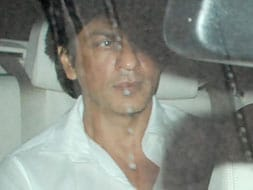 Photo : SRK visits critically injured Charu Khandal