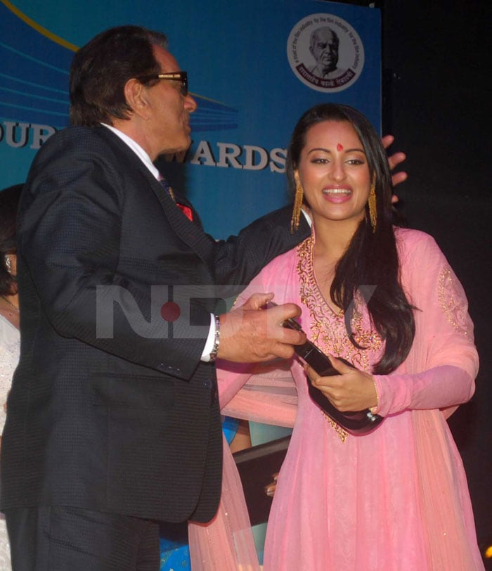Stars at Dadasaheb Phalke Academy Awards