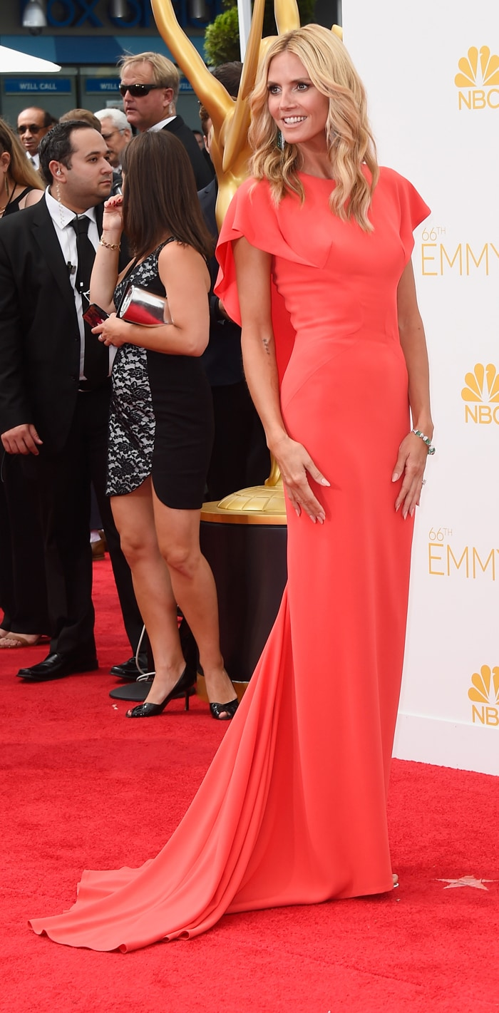 Emmys Red Carpet: Julia, Sofia, Padma Put Best Face Forward Emmy Drop Menko
