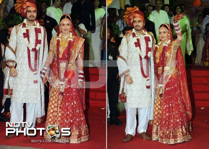 Big B at Esha Deol's wedding, Dharmendra completes family portrait