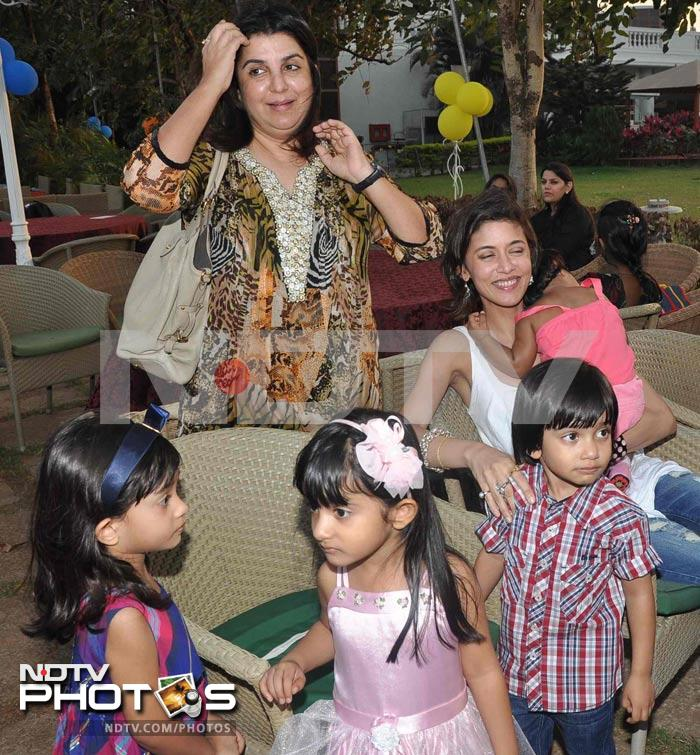 Farah Khan with kids at a birthday party