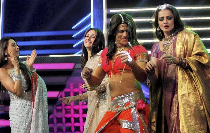 http://drop.ndtv.com/albums/ENTERTAINMENT/filmfare-awards-2012/srk-rekha-1.jpg