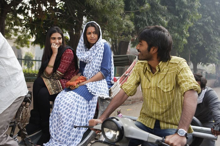 Roadside Romeo Dhanush flirts with Sonam