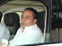 Photo : Dharmendra, Abhay Deol Attend Ajit Singh Deol's Funeral