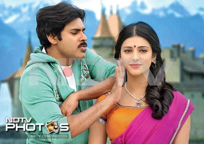 Pawan Kalyan romances Shruti Haasan in Gabbar Singh