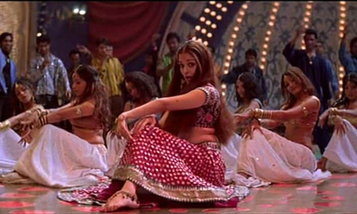 aishwarya kajra re Bollywoods &lt;Ghagra&gt; moments bollywood gallery 