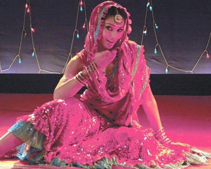 bipasha beedi Bollywoods <Ghagra> moments