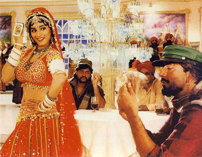 madhuri cholike Bollywoods <Ghagra> moments