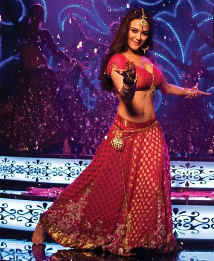 preity mainaurmrskhanna Bollywoods <Ghagra> moments bollywood gallery