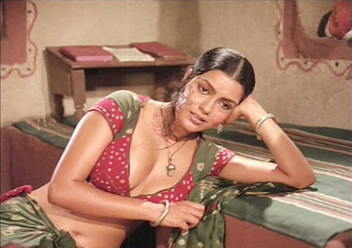 zeenat satyam Bollywoods <Ghagra> moments bollywood gallery