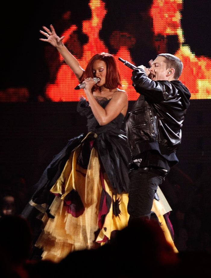 Rihanna+Eminem Grammy 2011